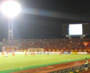 スタジアムは赤く染まる。