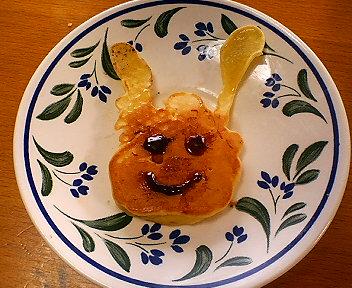 ヒナのうさぎパンケーキ